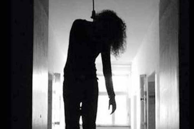 Hanging a woman Sardasht inTurkey