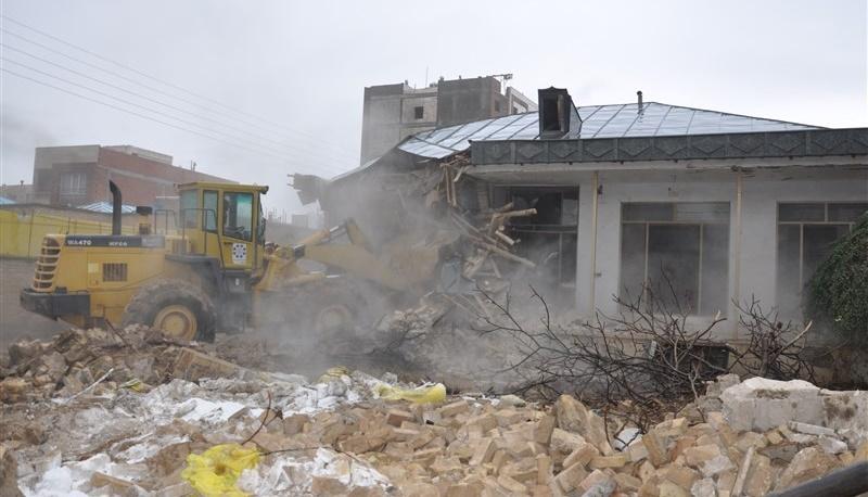 "Destroyed more than 50 shops in ""Nanaleh"" Sanandaj by municipality"