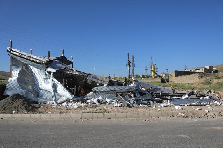 "Destroyed 13 shops Sanandaj citizens in the area of urban detached ""Nanaleh"" in East Kurdistan"