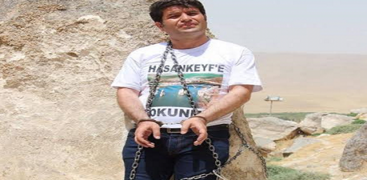 The HDP representative to defend the historical work with chains closed himself.