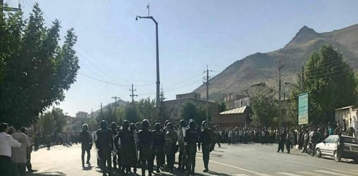 Protesting the killings of the carrier in the city of Baneh and the strikes and the sympathy of the people of eastern of Kurdistan