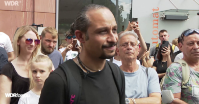 Chia Rabiee from East Kurdistan confronts the terrorist who killed three people in Würzburg